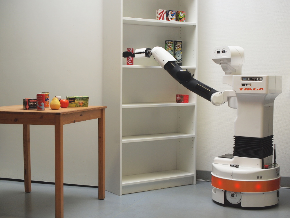 roboter kurt beim aufräumen